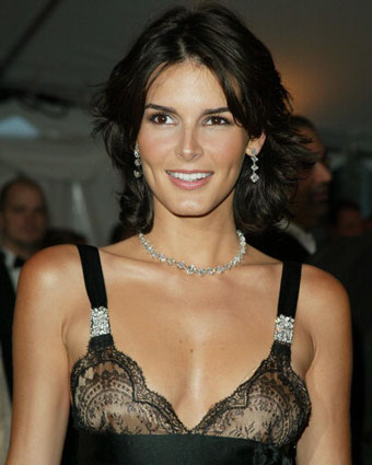 Angie Harmon age, Birthday, Height, Net Worth, Family, Salary