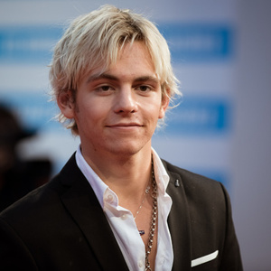 Ross Lynch age, Birthday, Height, Net Worth, Family, Salary