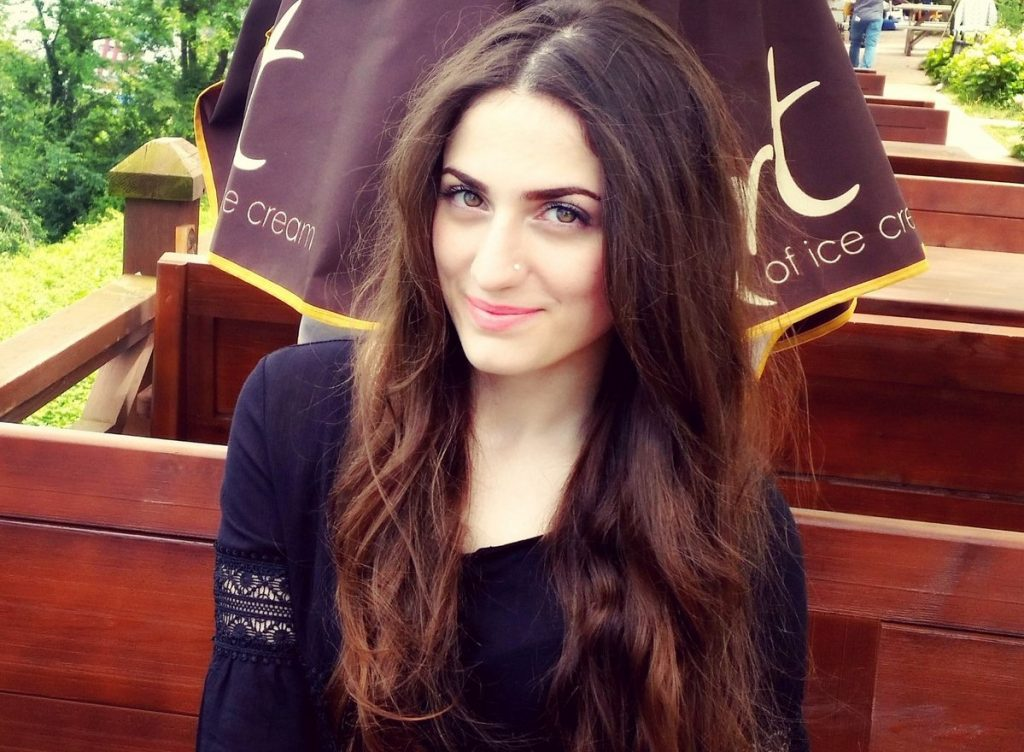 Elif Khan age, Birthday, Height, Net Worth, Family, Salary