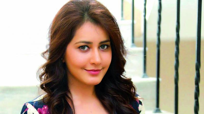 Raashi Khanna Age, Birthday, Height, Net Worth, Family, Salary